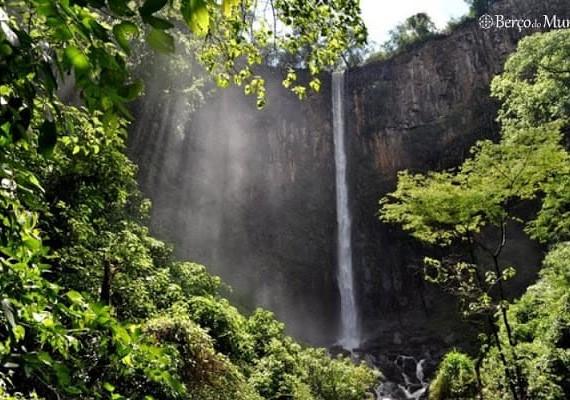 cachoeira de Itambém em Cássia dos Coqueiros