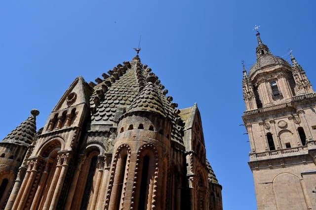 uma das torres da catedral