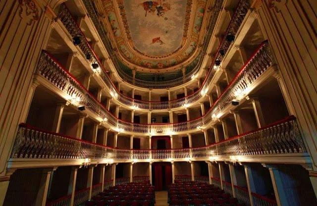interior do teatro Lethes