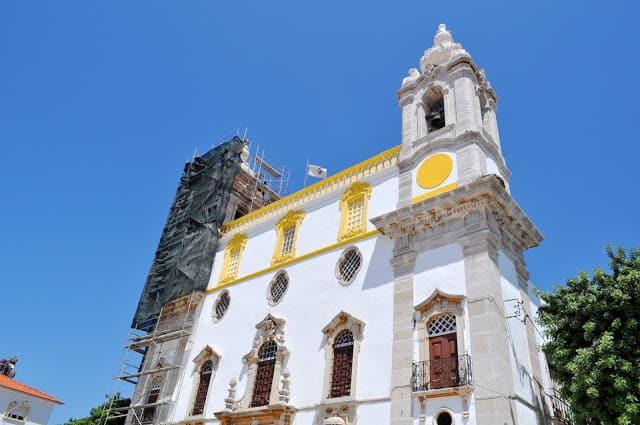 Igreja do Carmo, onde fica a Capela dos Ossos de Faro