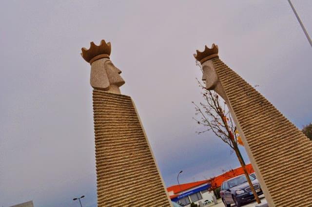 Escultura de bodas reais em Trancoso