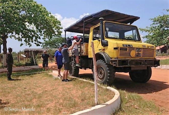 camião usado no safari no Parque Kissama