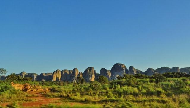 pedras de pungo andongo, em Malange