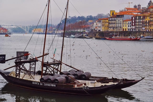 Barco rabelo no rio Douro