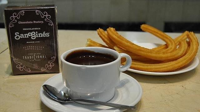 churros com chocolate é um clássico em Madrid