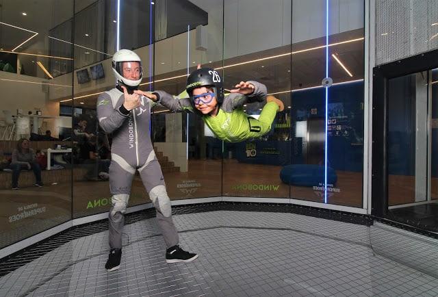 indoor skydiving é um programa divertido para as crianças