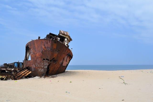 cemitério dos navios em Angola