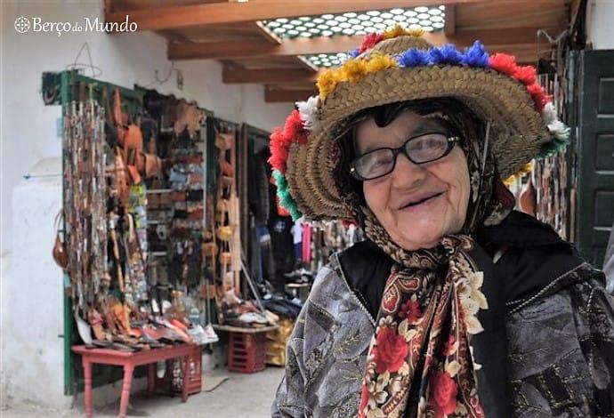idosa na medina de Tétouan