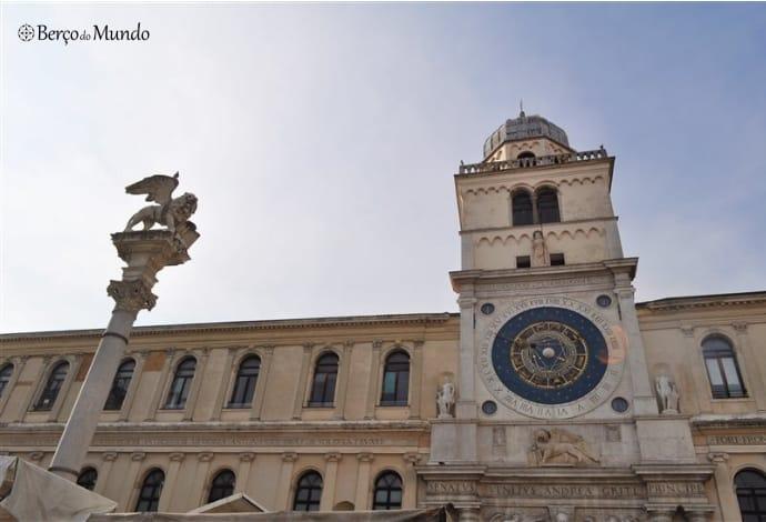 Torre do Relógio na Piazza di Signori
