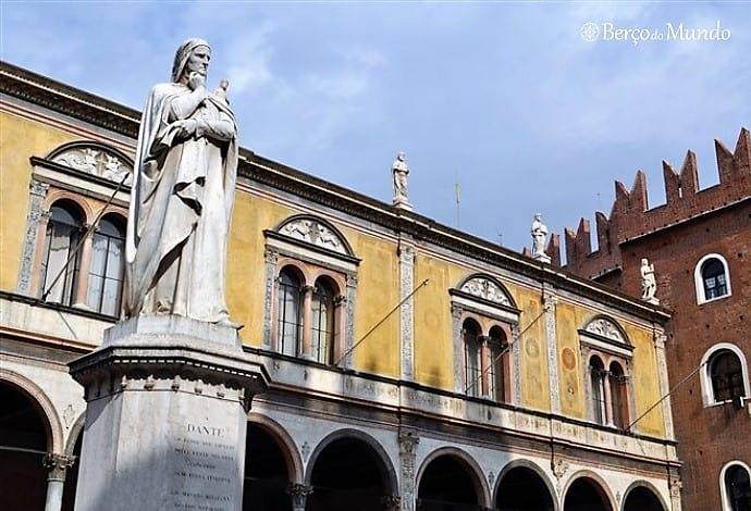 Dante Alighieri na Piazza dei Signori