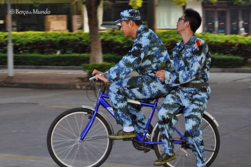 Caloiros chineses preparados para o treino militar