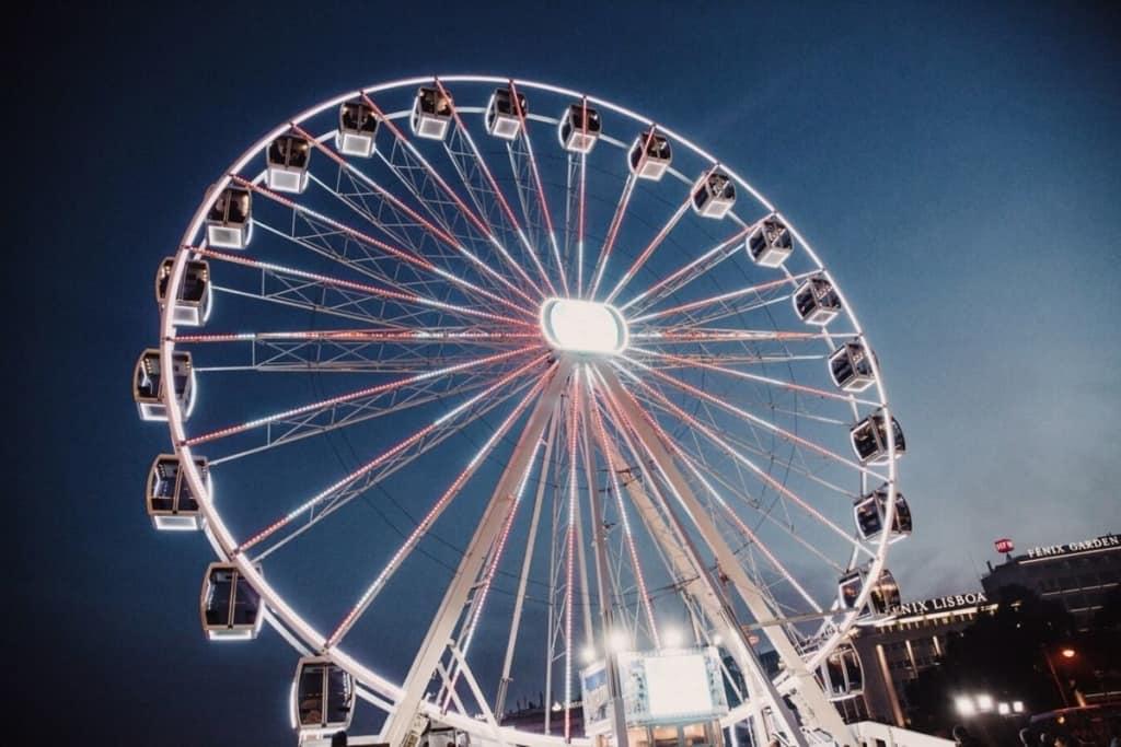 as rodas gigantes são famosas em várias vilas de Natal