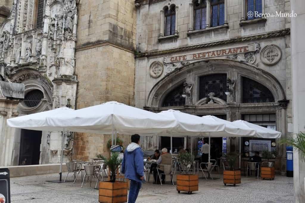 café Santa Cruz em Coimbra