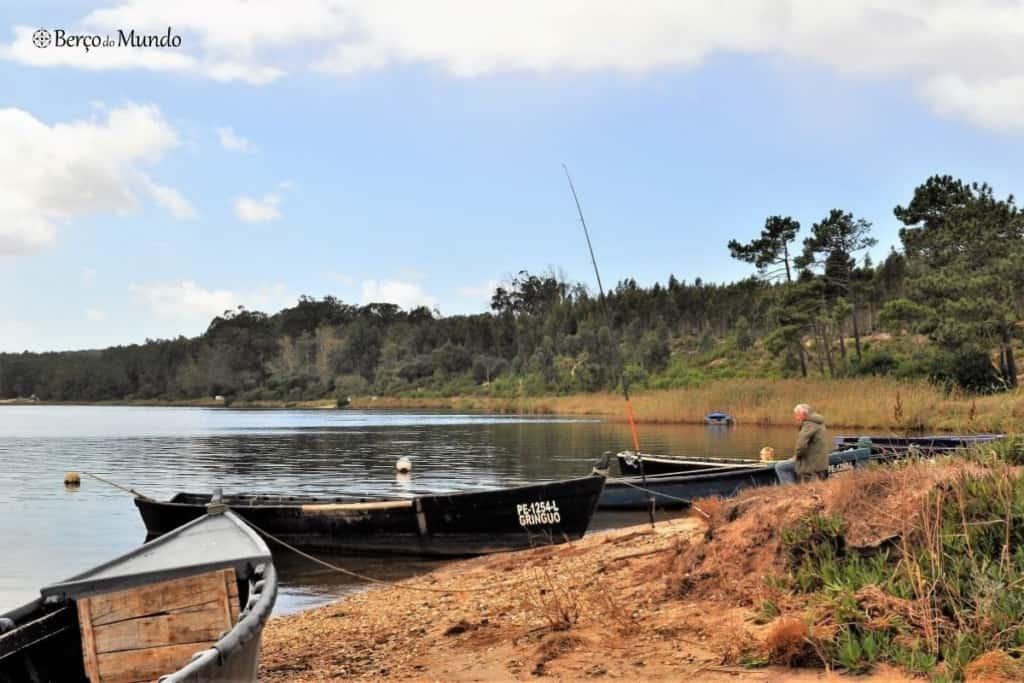 pescador na lagoa