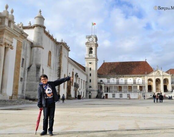 criança na Universidade de Coimbra