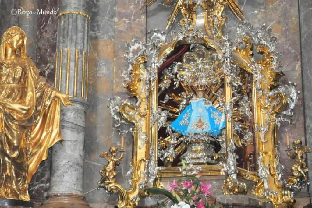 o famoso menino Jesus de Praga