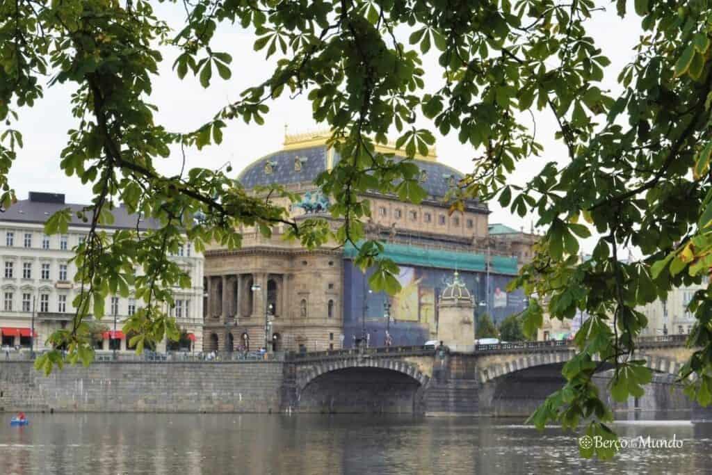 rio que atravessa Praga